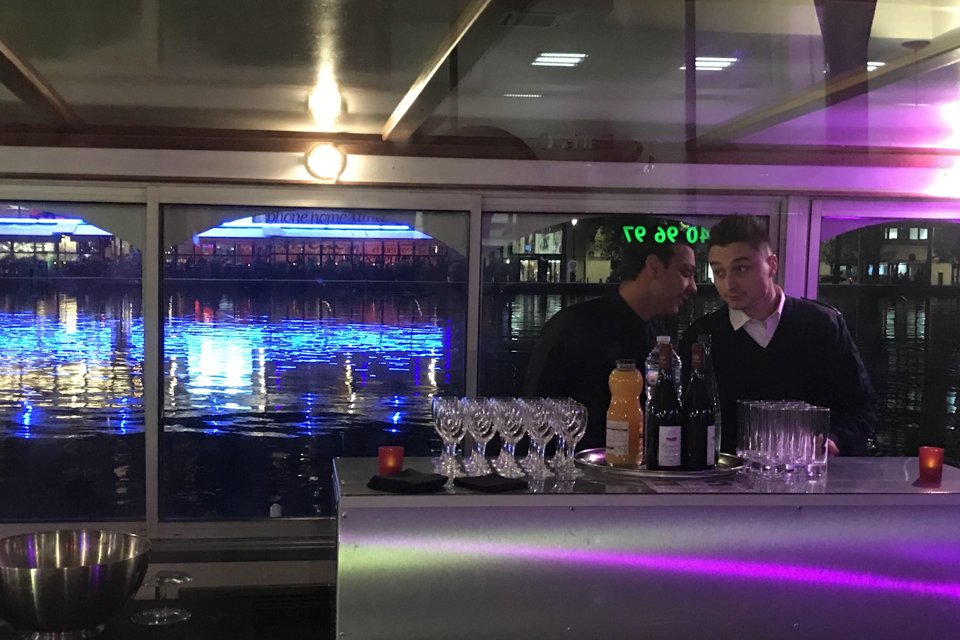 Le bar du Canotier sur le canal