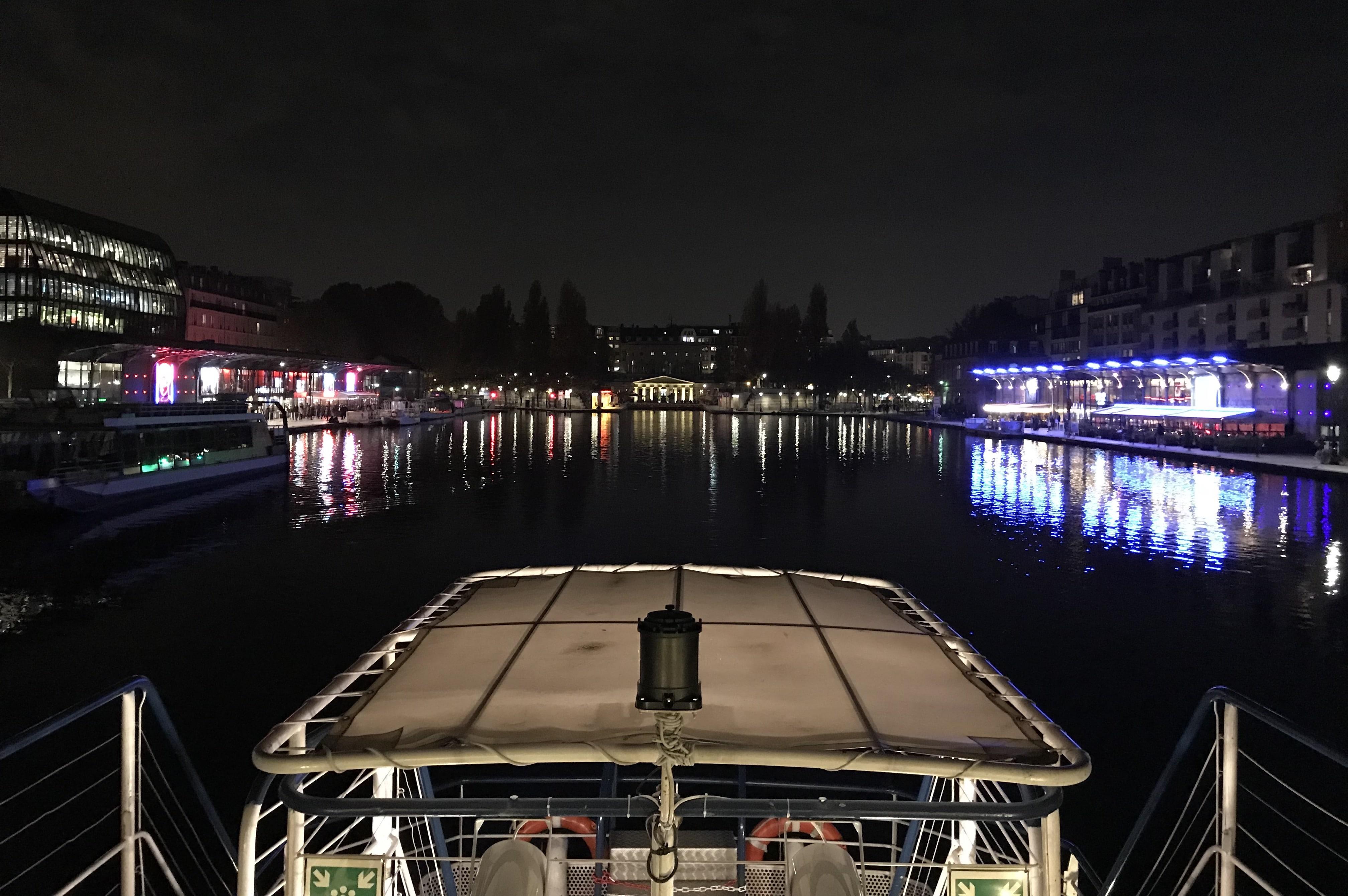 Le Canotier la Nuit au Bassin de la Villette
