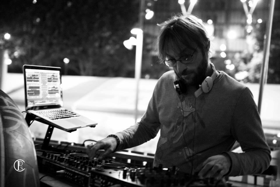 DJ et musique louange sur une péniche